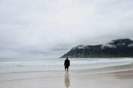 man-on-beach-mak-gis-2